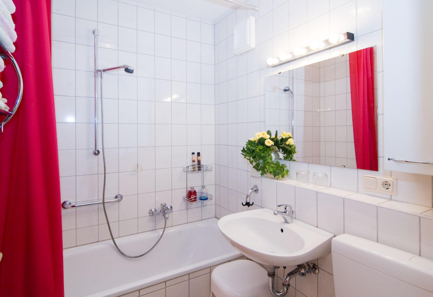 Badezimmer mit Badewanne in Fewo Bodenmais